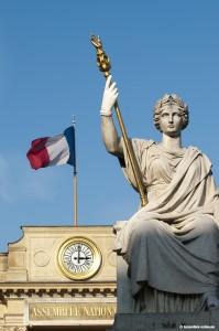 02/2010 : Palais Bourbon côté place, 126 rue de l'Université - le porche et la statue de la Loi